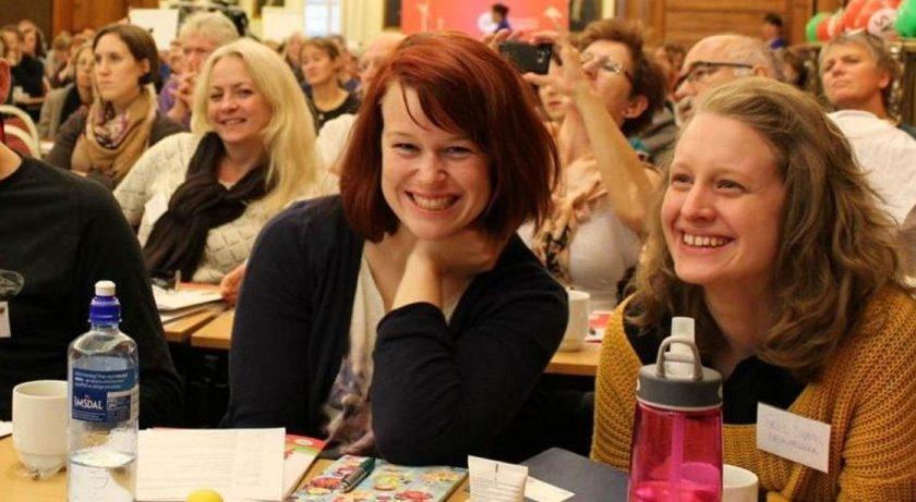 Smilende landsmøtedelegater. Foto