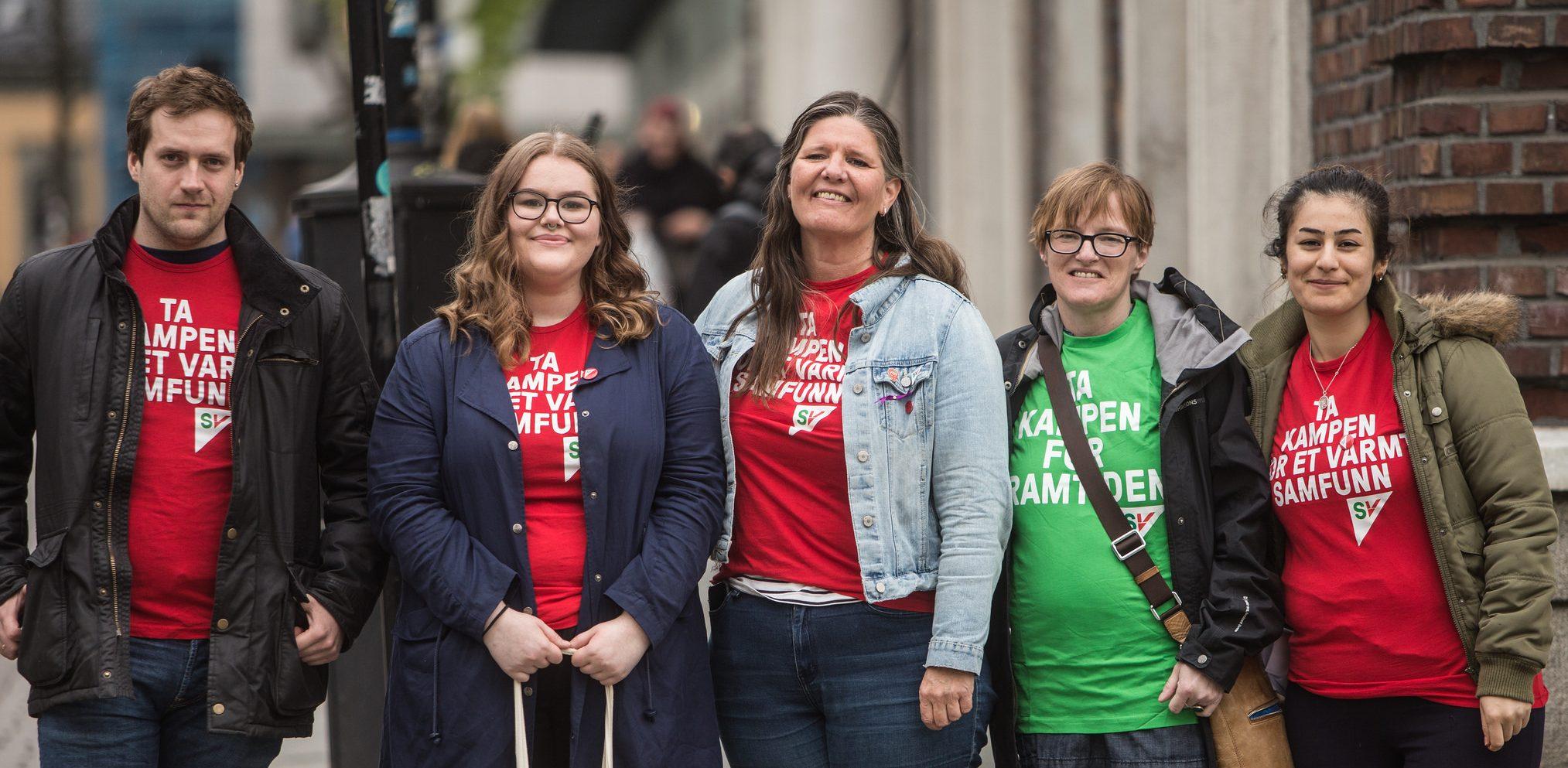 Fem smilende SV-aktivister. Foto