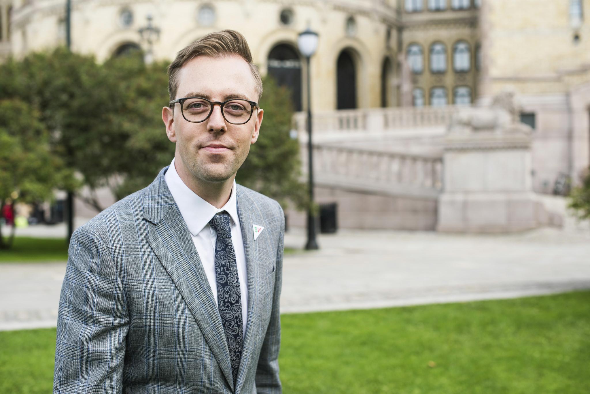 Nicholas Wilkinson foran Stortinget