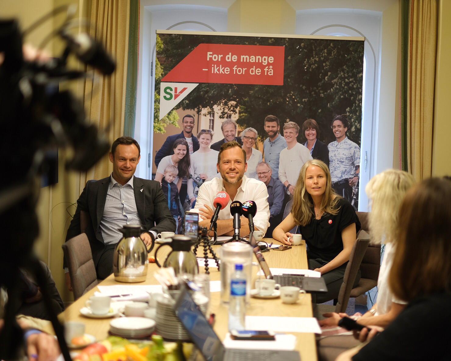 Audun Lysbakken med nestledere Kirsti Bergstø og Torgeir Knag Fylkesnes på SVs sommer-pressekonferanse